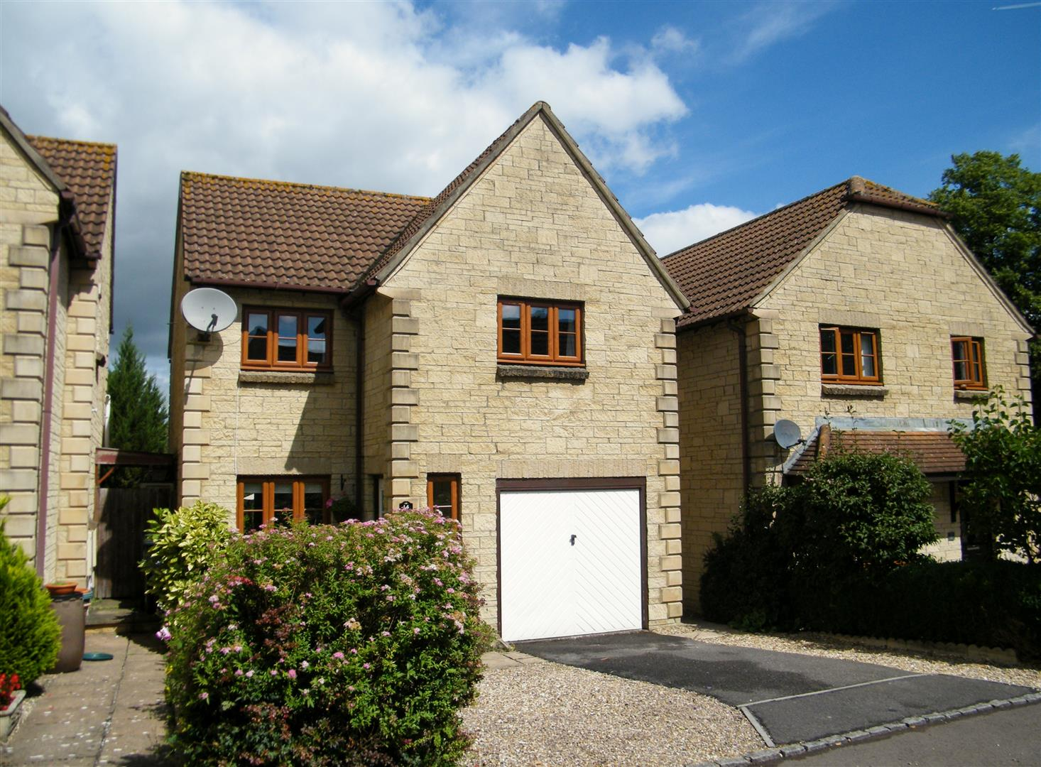 3 Bedrooms Detached House for sale in Lilac Way, Calne